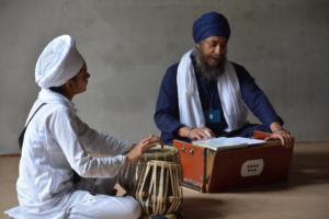 Student learm Kirtan in at Akal International youth camp (3)