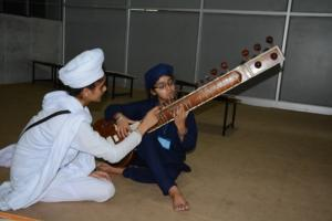 Student learm Kirtan in at Akal International youth camp (6)